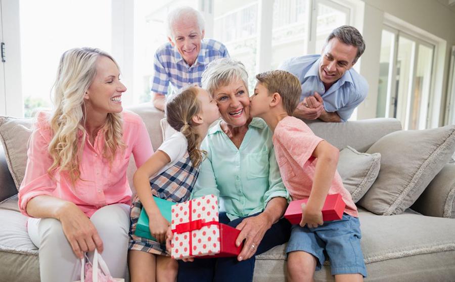 ТОП подарков бабушке на юбилей