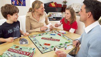 Топ 10 настольных игр для весёлой компании или семьи