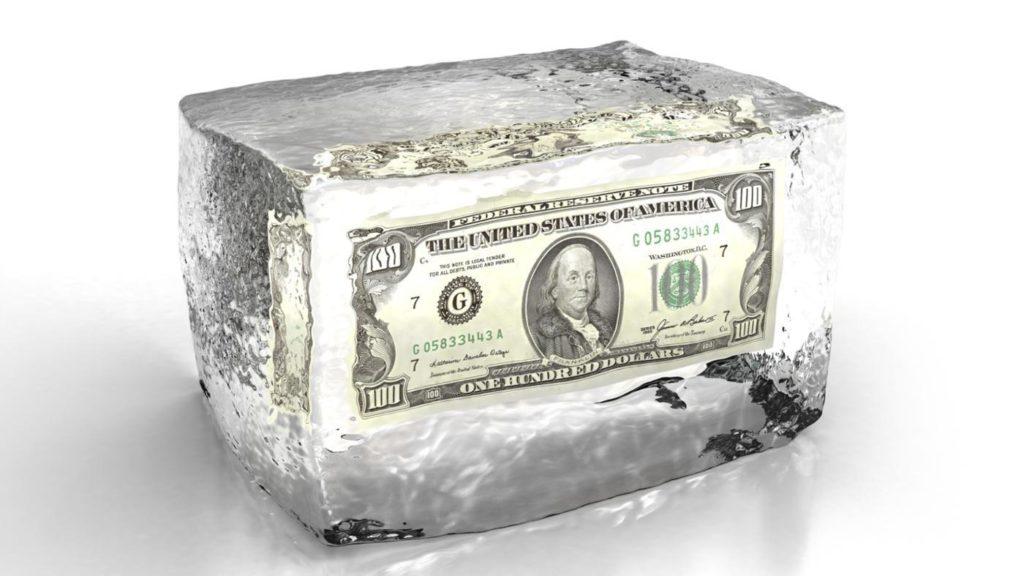 подарить деньги во льду
