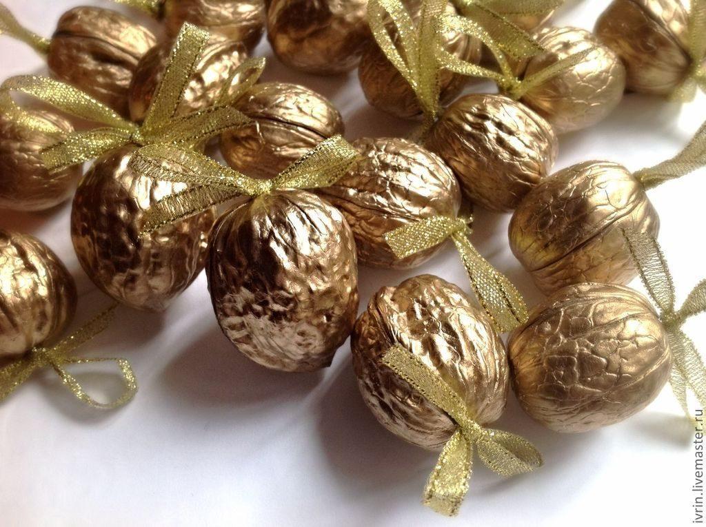 деньги на подарок в орешках