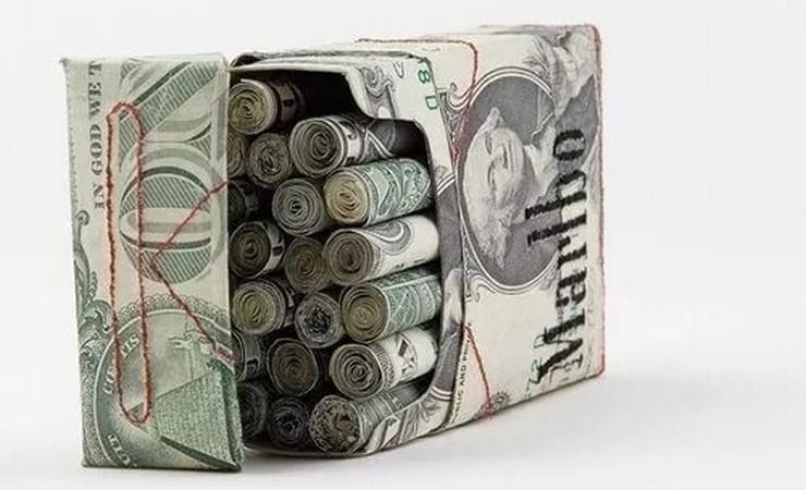пачка сигарет с деньгами
