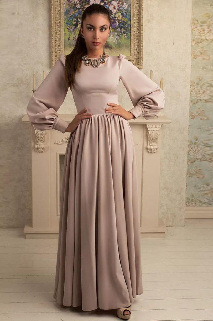 длинное платье с широким рукавом на новый год