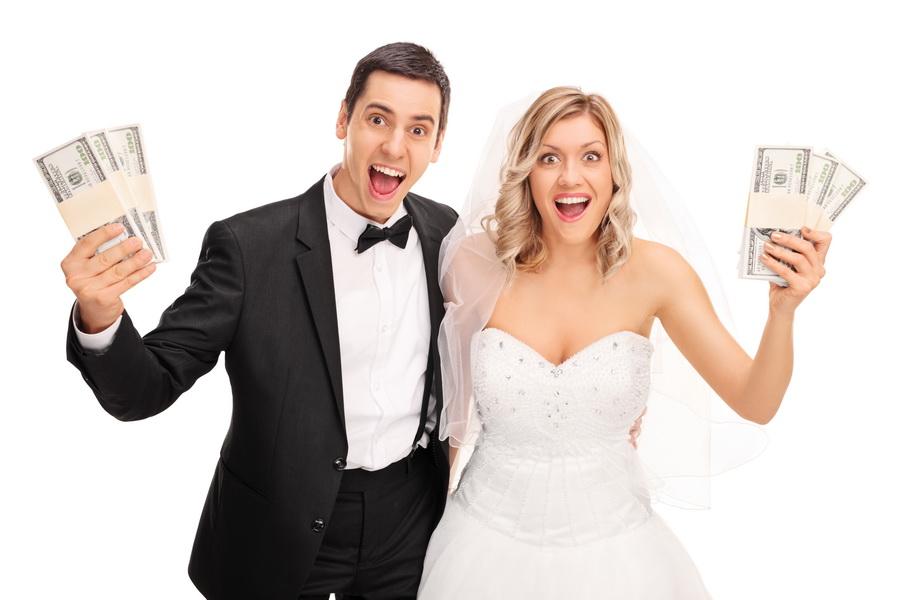 сколько денег дарить на свадьбу