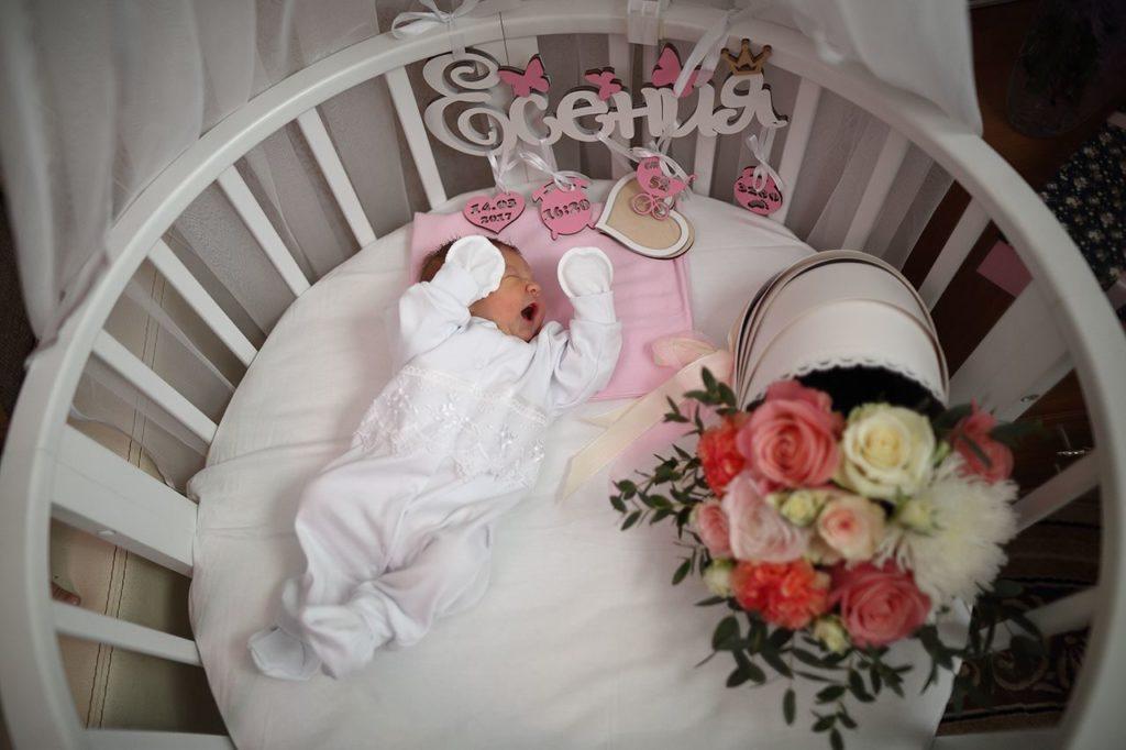 Что подарить новорожденной девочке