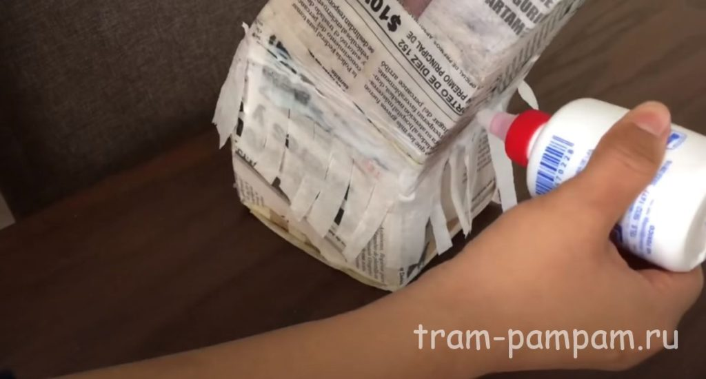 полученную бахраму клеим на картонную заготовку