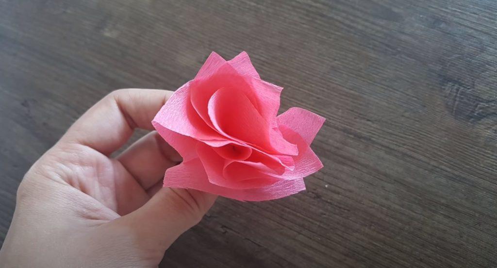 готовый цветок из салфеток