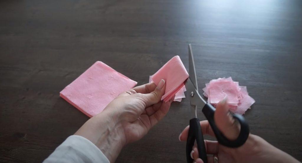 разрезаем салфетку на части